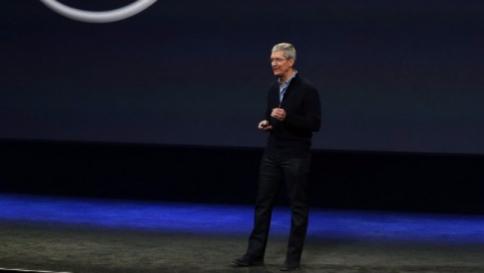 Apple, 10 mln dlr compenso Cook ma direttore finanziario guadagna di più