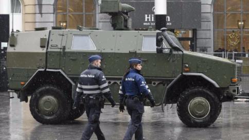 Isis, smantellata una rete a Bruxelles Dieci arresti, sequestrati pc e telefoni