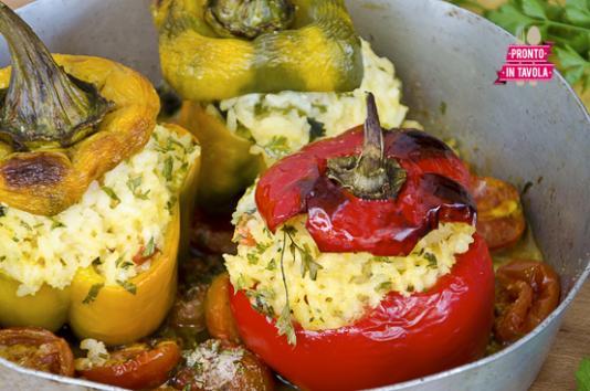 Peperoni ripieni di riso ricetta di pronto in tavola - Ricette monica bianchessi pronto in tavola ...