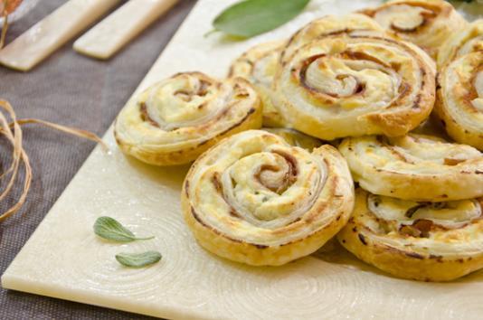 Girelle di sfoglia al prosciutto ricetta di pronto in tavola - Ricette monica bianchessi pronto in tavola ...