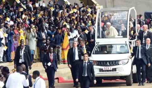 Papa atterrato a Nairobi, al via la visita in Africa