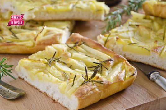 Pizza con patate e rosmarino ricetta di pronto in tavola - Ricette monica bianchessi pronto in tavola ...