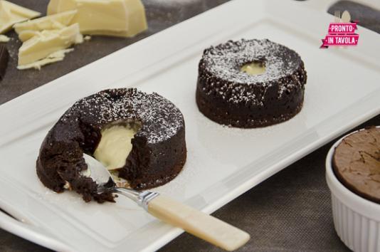 Tortini di cioccolato con cuore fondente bianco ricetta - Ricette monica bianchessi pronto in tavola ...