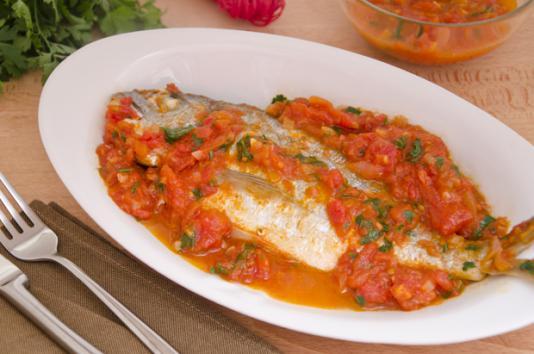 Orata in padella al pomodoro ricetta di pronto in tavola - Ricette monica bianchessi pronto in tavola ...