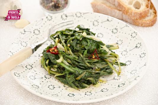 Cicoria strascinata in padella ricetta di pronto in tavola - Tgcom pronto in tavola ...
