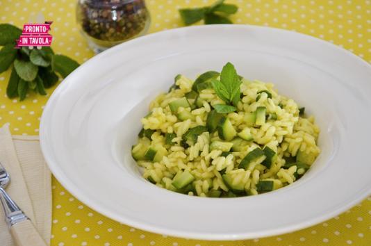 Risotto alle zucchine e zafferano ricetta di pronto in - Ricette monica bianchessi pronto in tavola ...