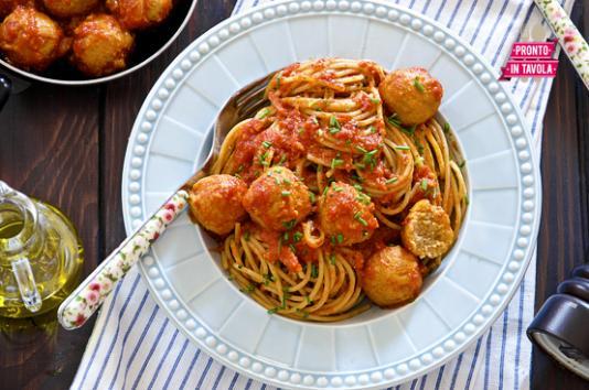 Spaghetti con polpettine di tonno ricetta di pronto in - Ricette monica bianchessi pronto in tavola ...