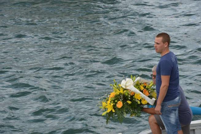 I pescatori di Lampedusa rendono omaggio alle vittime, ma è polemica sui soccorsi$