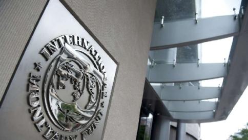 """Pil, altra batosta: l'Fmi taglia le stime  Promosso il Jobs Act: """"Spirito giusto"""""""