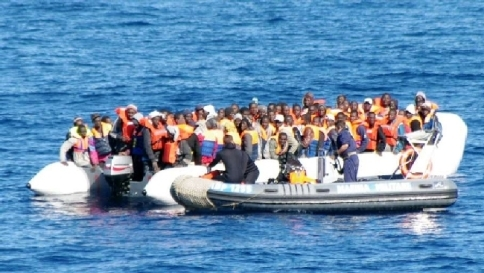 Immigrazione clandestina, l'allarme di Alfano: 600mila in arrivo