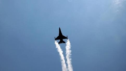 Sale la tensione nel Mar Baltico, aereo russo sfiora quattro navi Nato