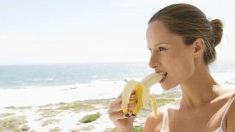 Un alleato contro la depressione:  mangiare banane fa bene all'umore