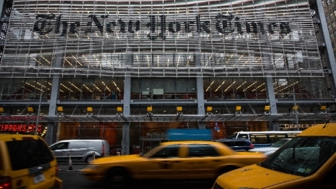 Facebook, addio ai link di news Sì alle notizie intere del NYT
