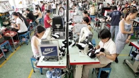 buy online 4d1c7 f7afe Cina, sciopero in fabbrica di scarpe - Tgcom24