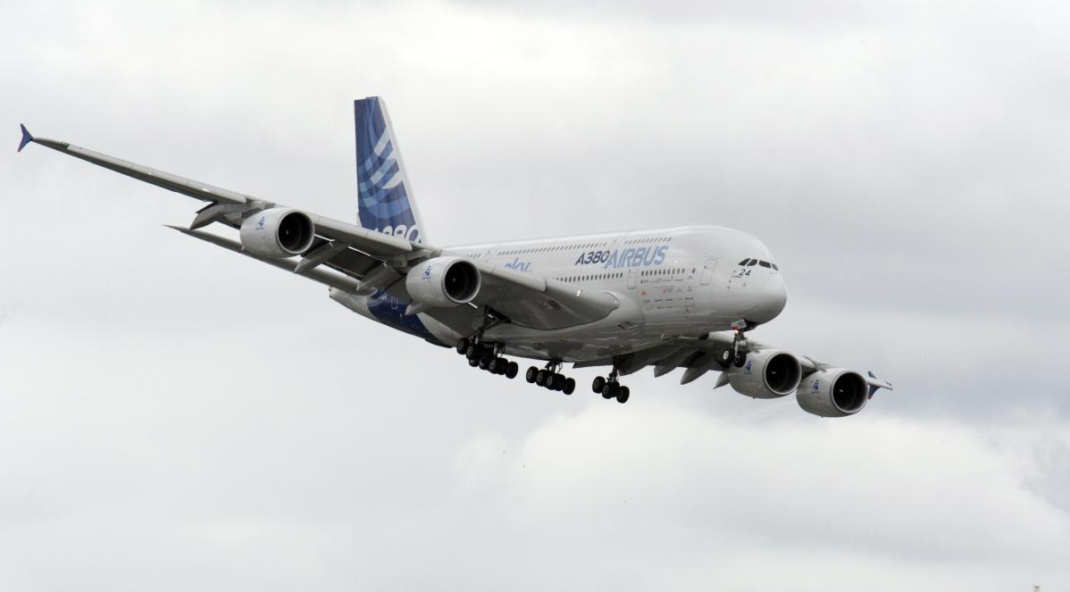 """""""Sono stanco"""", pilota diretto a Parigi cambia rotta e atterra a Manchester"""