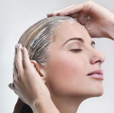 Cinque rimedi naturali per rinforzare i capelli