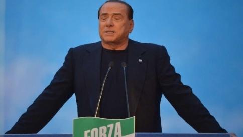 """Decadenza, il sì di Palazzo Madama<br /> Berlusconi: """"Lutto per la democrazia"""""""