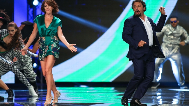 "Claudia Gerini ed Enrico Brignano travolgono ""Zelig"""