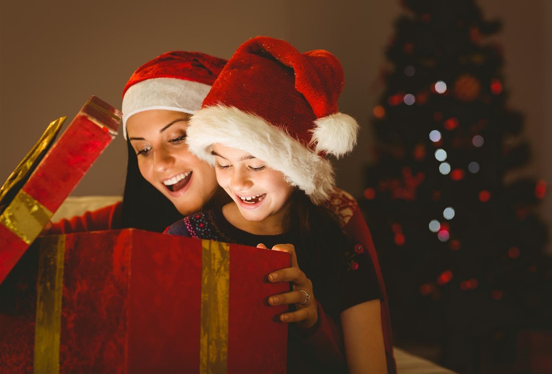 Lavoretti di natale da fare con i bambini tgcom24 - Babbo natale porta i regali ai bambini ...