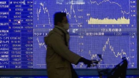 L'effetto Tsipras sulle Borse: Tokyo parte male, crolla l'euro sul dollaro