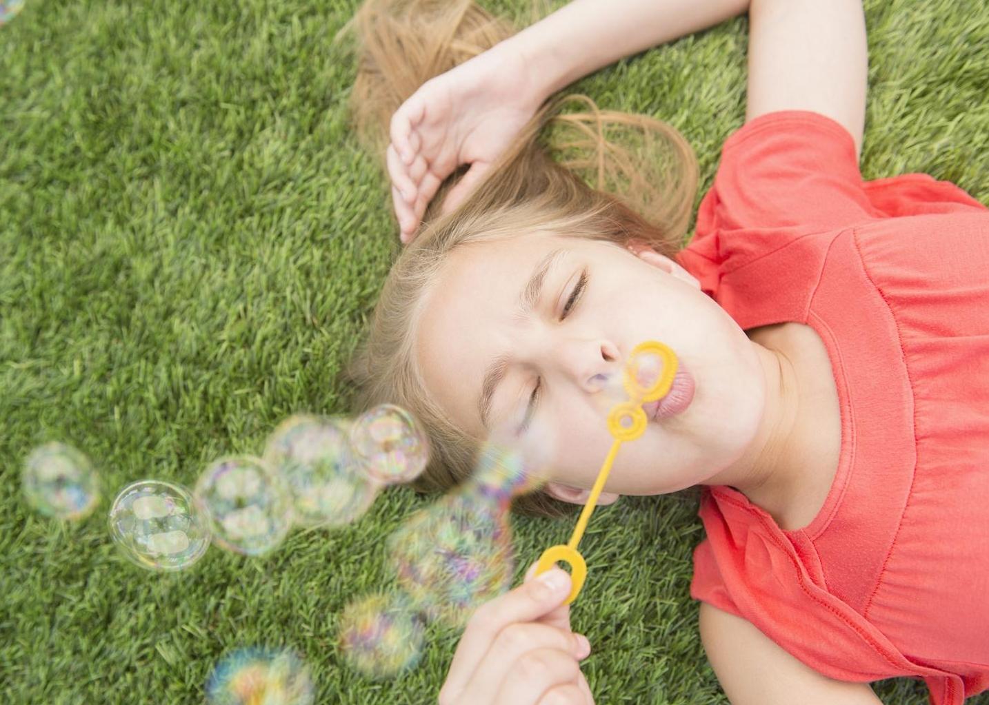 Le bolle di sapone  un gioco sempre attuale che i bambini amano ... 9b552e84271