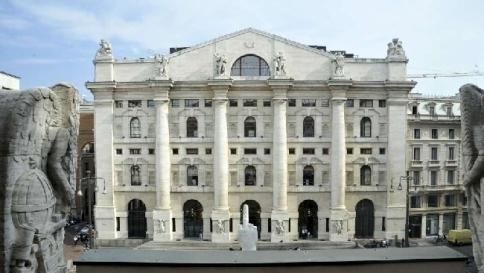 Piazza Affari, fallisce l'atteso rimbalzo Ftse Mib -0,2%: giù i bancari, bene Eni