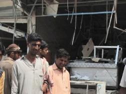 Strage a Peshawar, bomba al mercato: 37 morti