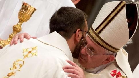 """Ventisei """"donne dei preti"""" scrivono a Papa Francesco: """"Riveda il celibato"""""""