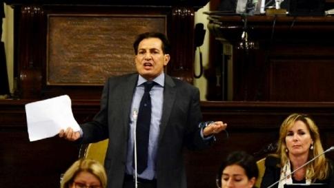 Sicilia, milionario si fingeva precarioTruffa scoperta da Rosario Crocetta