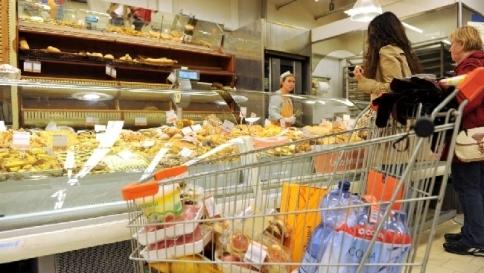 Istat:inflazione mai così bassa da 2009 A giugno allo 0,3%, alimentari in calo