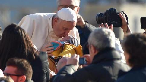 Vaticano, Papa Francesco rompe il silenzio e si sfoga