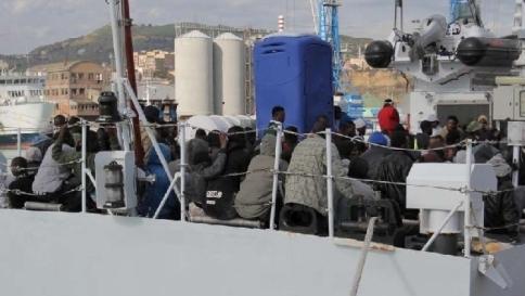 """Strage dei migranti, le salme a Malta """"Un milione sta per partire dalla Libia"""""""