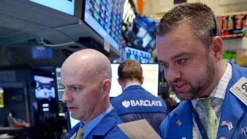 """Borse, lunedì nero: l'Europa """"brucia"""" quasi 200 miliardi di euro"""