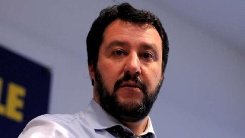 """Salvini: """"Raderei al suolo i campi rom Devono avere gli stessi nostri doveri"""""""