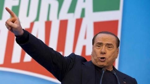 """Berlusconi: """"L'Isis è il vero nemico, va sconfitto militarmente"""""""