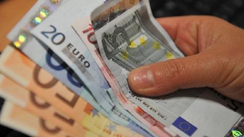 Con bonus 80 euro sale il reddito delle famiglie ma i consumi restano al palo