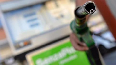 Benzina: quanto costerebbe senza le accise?