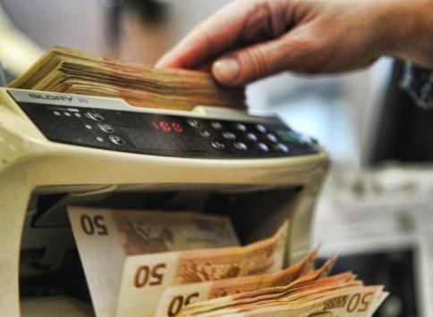 Ocse: gli italiani più poveri del 30% rispetto agli altri big europei