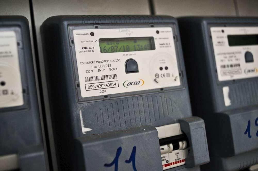 Energia: nel 2015 risparmi per 2,7 miliardi sulle bollette elettriche