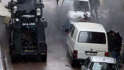 Turchia, bomba al commissariato: due morti e 35 feriti, sospetti sul Pkk