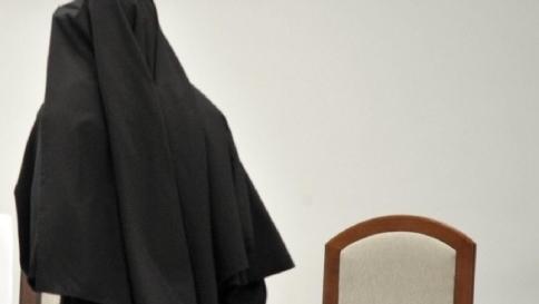 Macerata, va in ospedale per un mal di pancia: suora partorisce un bimbo
