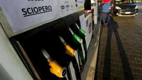 Benzina, da sabato lo sciopero dei self