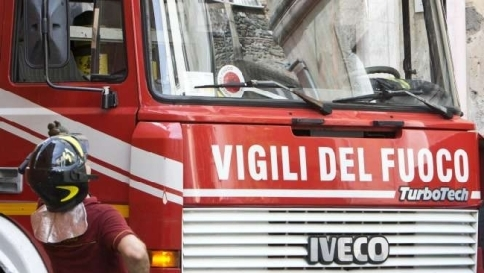 Milano bimbo cade dalla finestra e si impiglia nello stendibiancheria salvo tgcom24 - Bimbo gettato dalla finestra ...