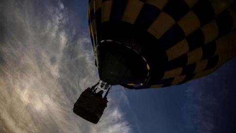 Tragedia a Matera, precipita una mongolfiera: morti due studenti
