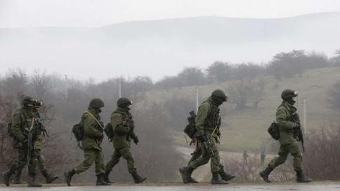 Crimea, nuovo stop agli ispettori Osce Spari avvertimento esplosi al confine