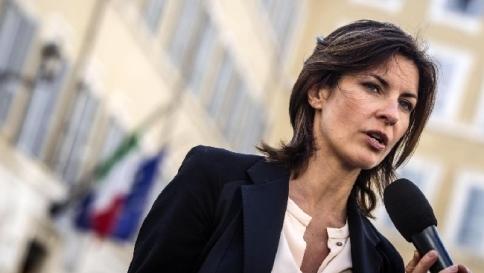 Vicenza, insulti alla Moretti al bar: l'eurodeputata Pd chiama la polizia