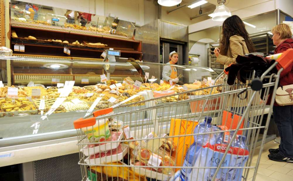 Cambiano i consumi delle famiglie, l'alimentare in recupero nel 2015