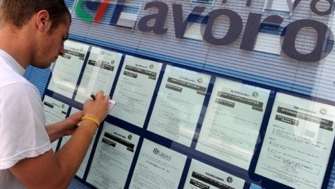 Istat: senza lavoro il 42,9% dei giovani Tasso di disoccupazione al 12,6%