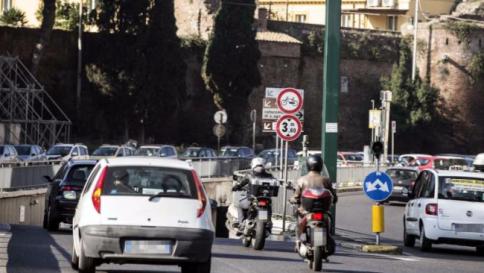 Roma: domenica blocco totale auto, targhe alterne lunedì e martedì