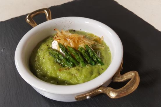 Crema di asparagi con uova in camicia